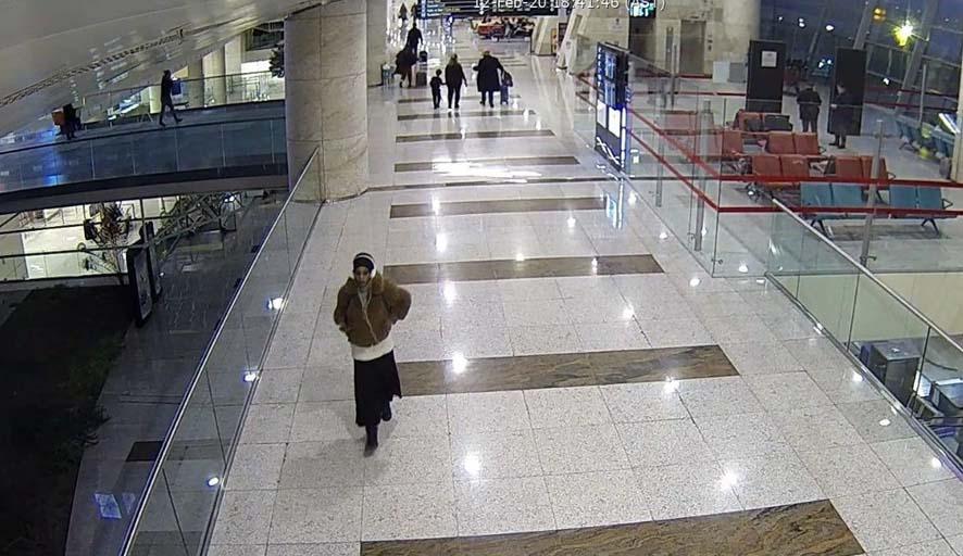 Havalimanından kaçmaya çalışıyordu: Fondöten detayı ele verdi