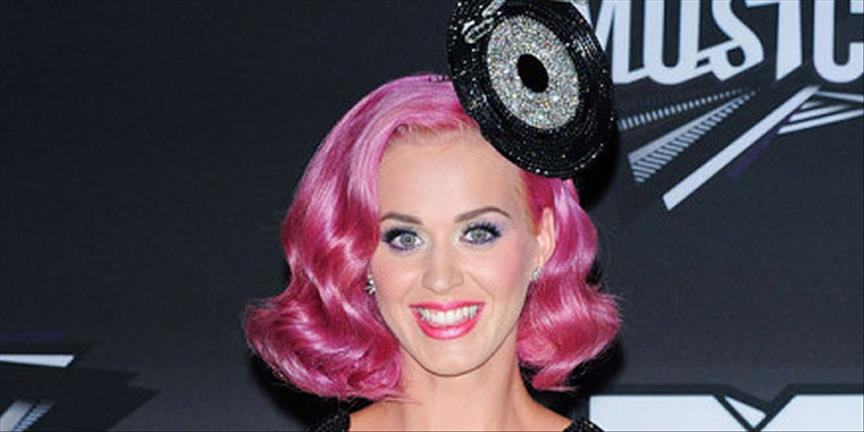 Gazdan etkilenen Katy Perry çekimlerde bayıldı