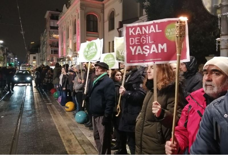 Kadıköy'de çılgın projeye karşı insan zinciri: 'Kanal'ı değil yaşamı savun'