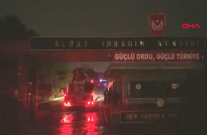 Tuzla'da askeri alanda yangın!