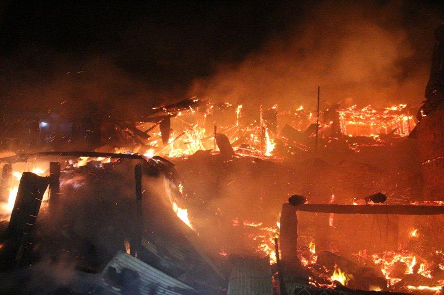 Erzurum'da feci yangın! 10 ev, 6 ahır kül oldu