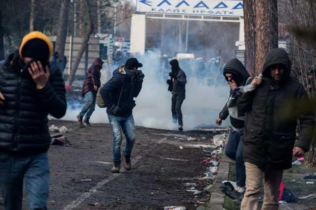 Yunanistan'dan göçmen açıklaması: Dört binden fazla kişiyi engelledik