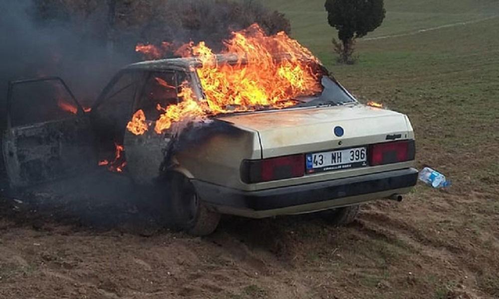 Babasına kızıp arabasını yaktı