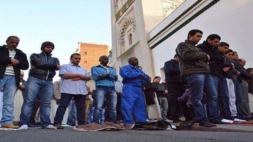 Fransa'da 'cuma namazı camide kılınmasın' çağrısı!