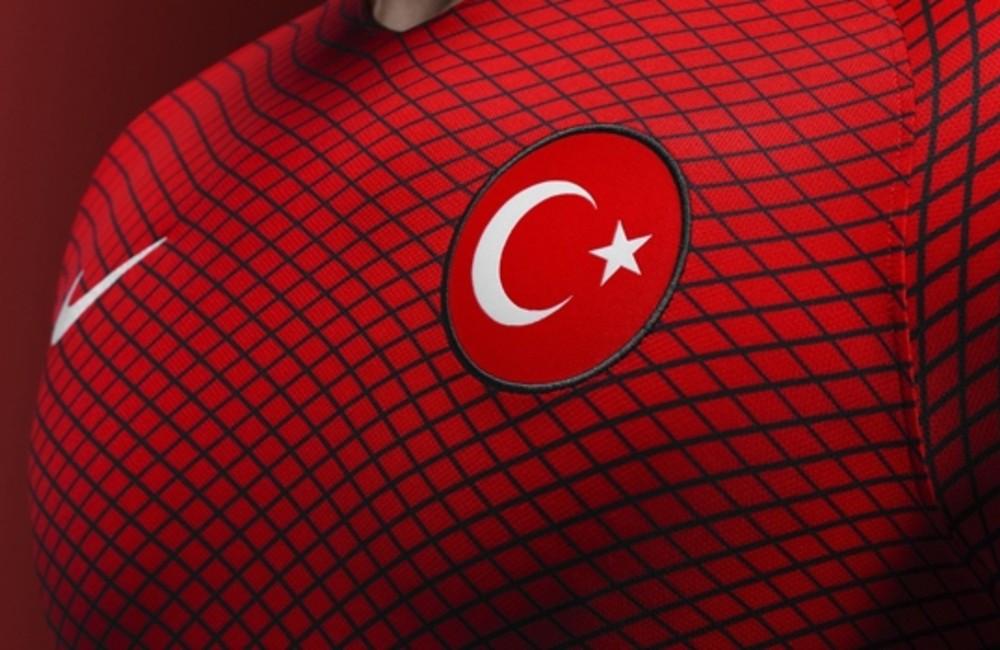 Milli futbolcular Türkiye'ye dönüyor! Karantinaya alınacaklar