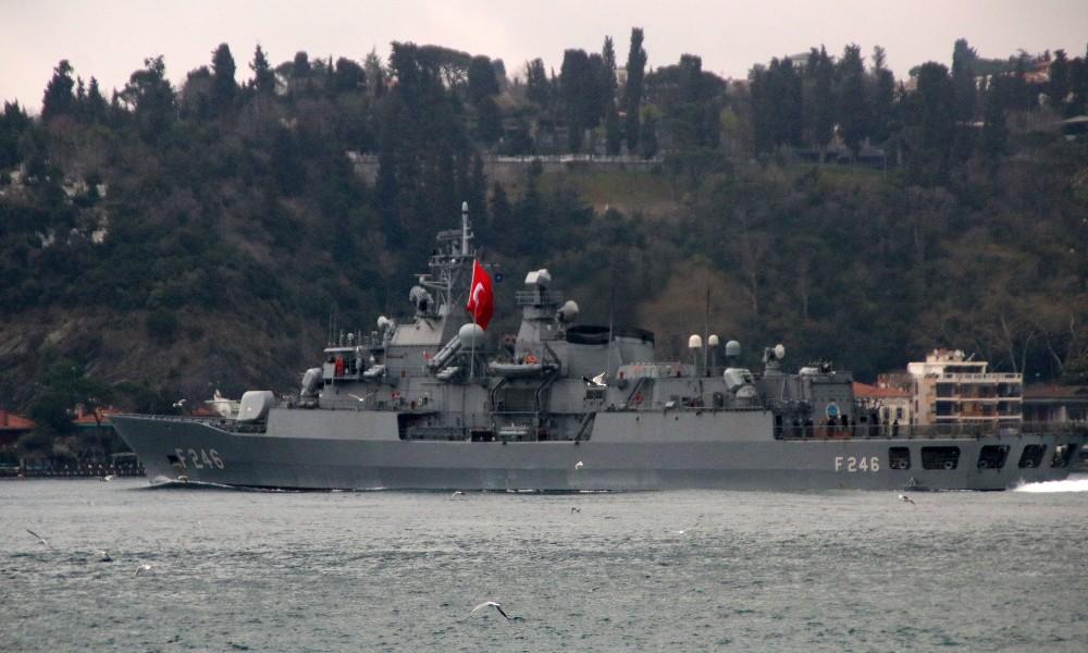 NATO savaş gemileri İstanbul Boğazı'ndan geçti