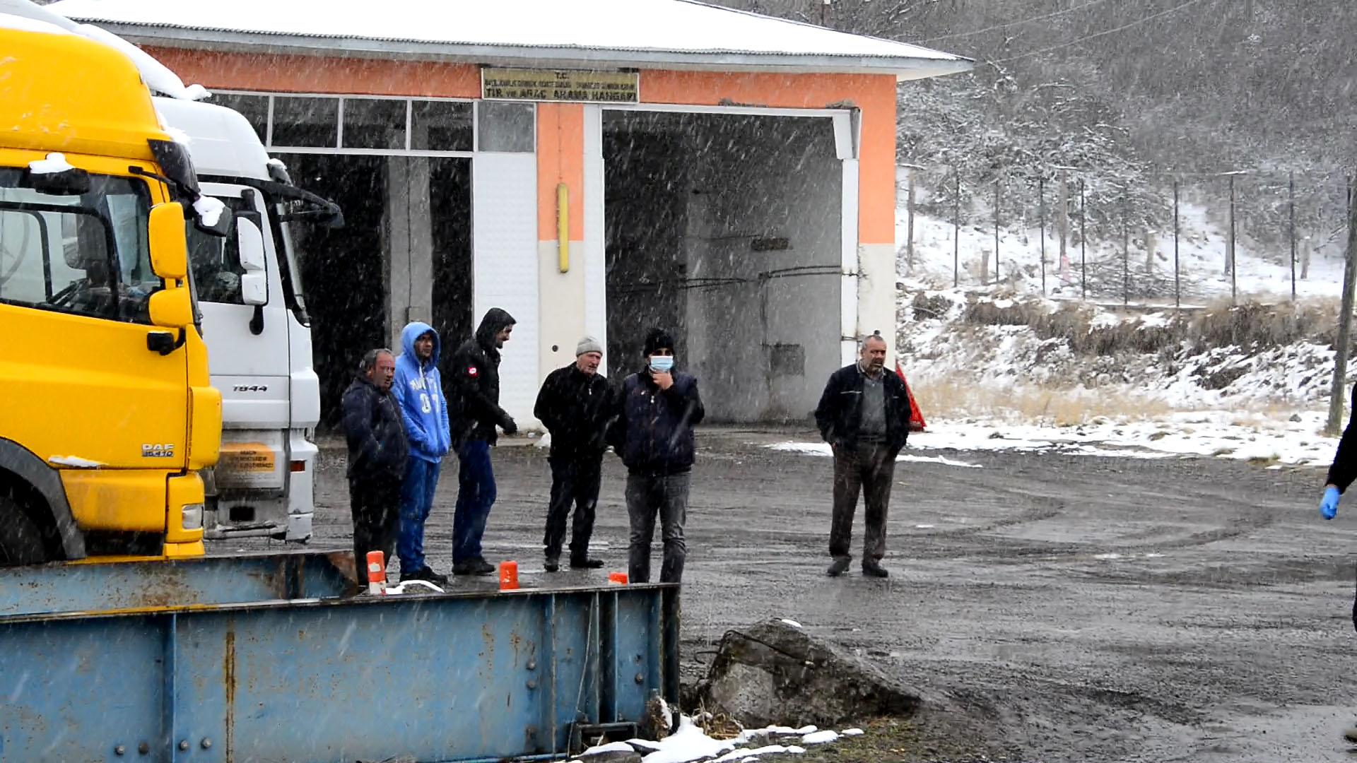 Aktaş ve Türkgözü Sınır Kapıları yolcu geçişine kapatıldı