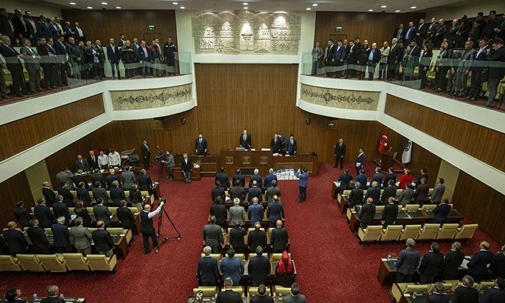 Ankara Büyükşehir Belediyesi'nde merkezden müdahale AKP grubunda istifaya yol açtı