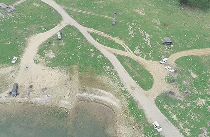 Piknikçiler göl kenarına akın etti