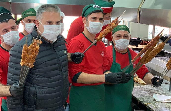 Adanalı kebapçı, 100 çalışanını ücretli izne çıkardı