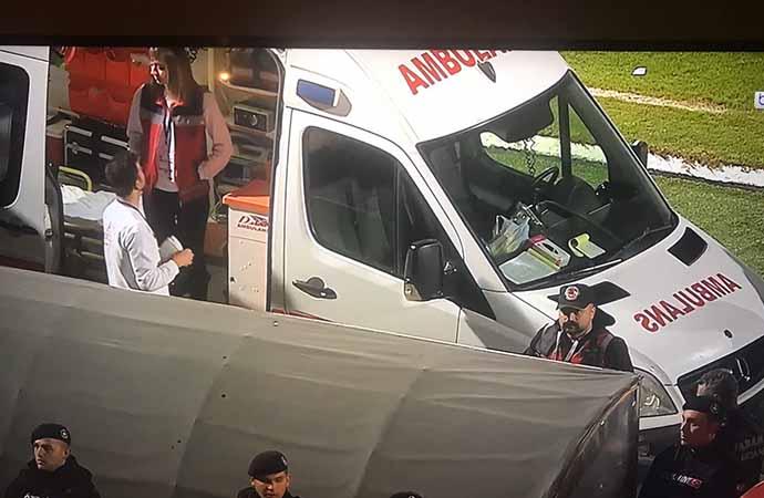 Yılmaz Vural fenalaştı, ambulans sahaya geldi!