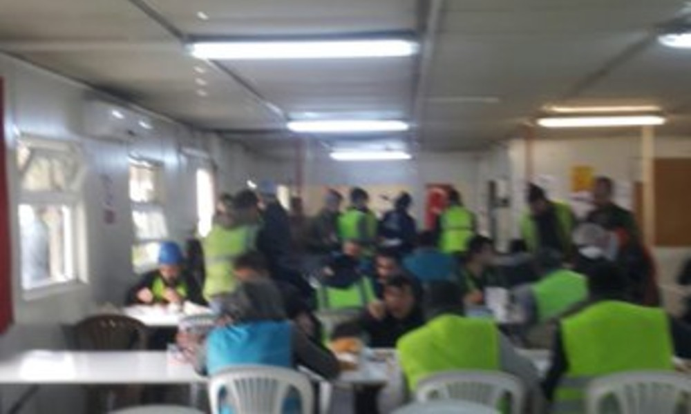 Bu görüntüler hastane inşaatından… İşçiler, bu şartlar altında çalışmaya zorlanıyor