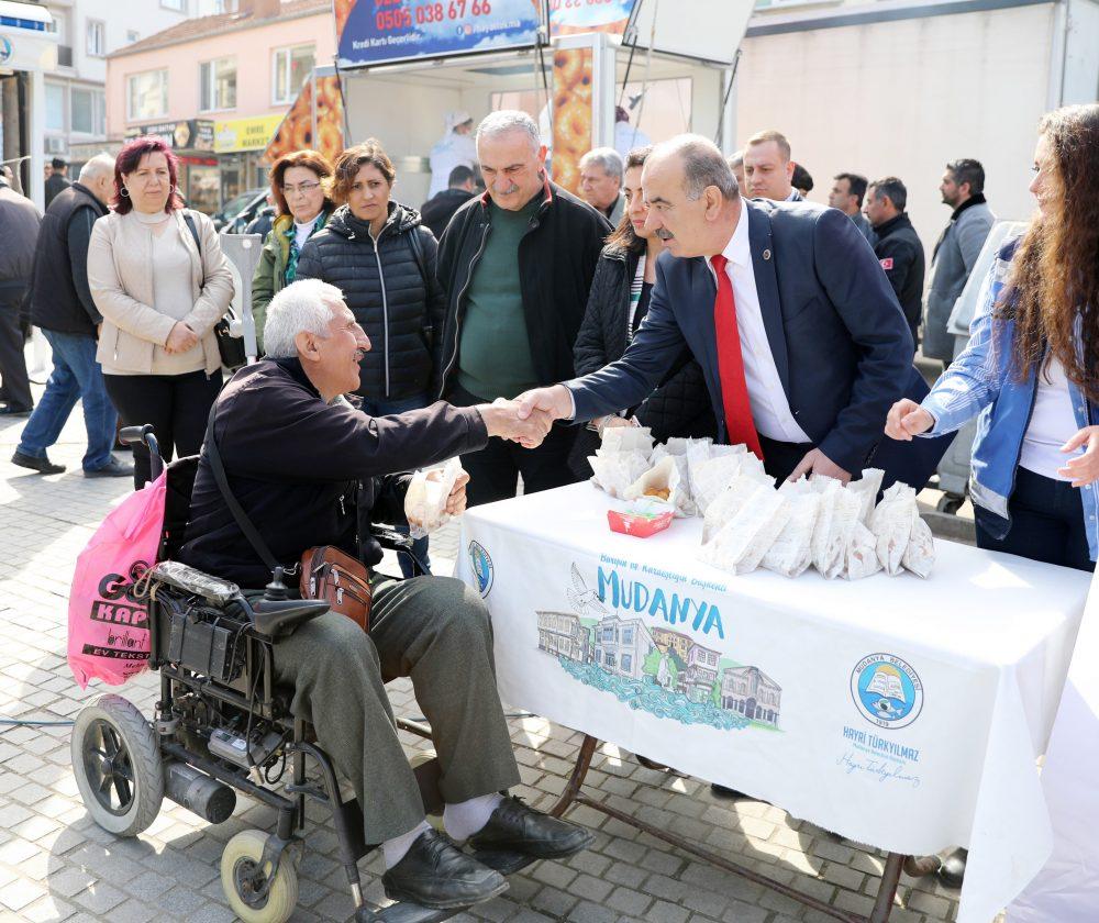 Mudanya Belediyesi şehitler için lokma döktürdü
