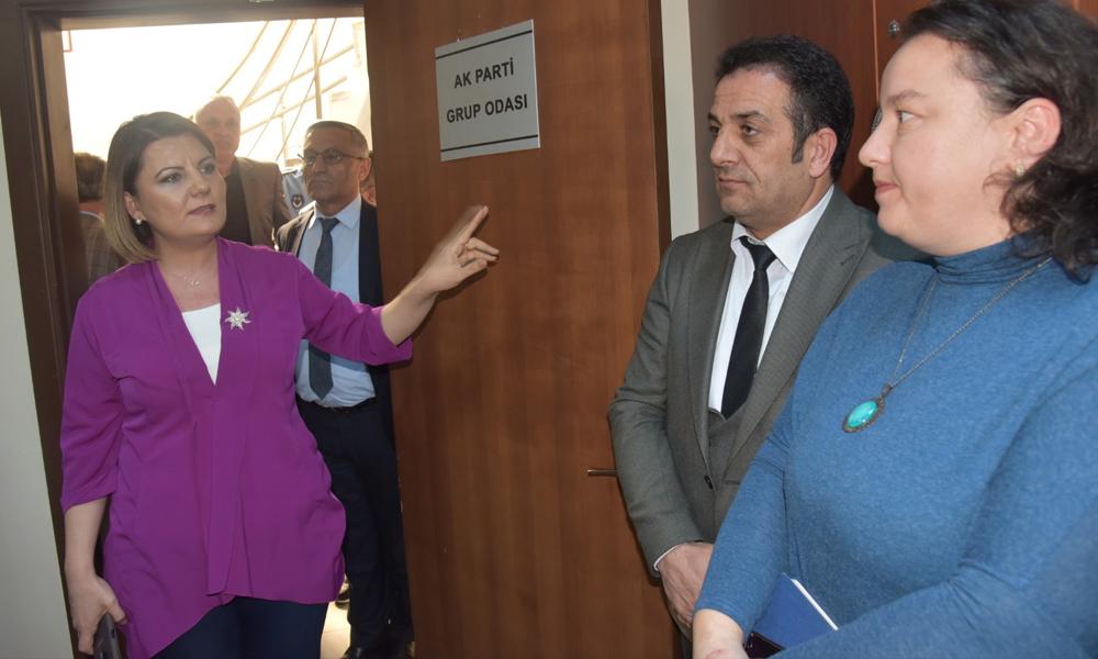 Odalarını beğenmeyen AKP'li ve MHP'li üyeler meclis toplantısına katılmadı