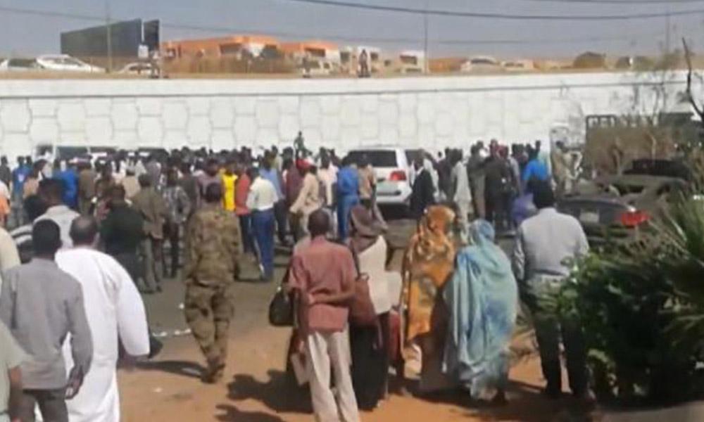Sudan Başbakanı'nın konvoyuna bomba yüklü araçla saldırı!