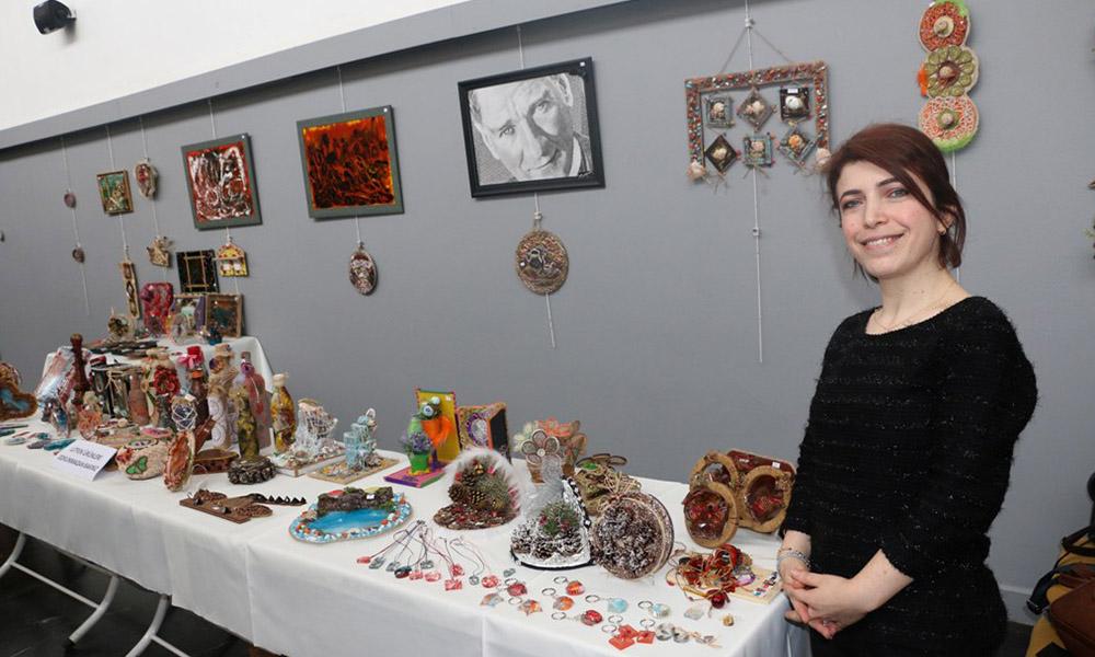 Ferda Şener'in 'El Sanatları Sergisi' Hasan Ali Yücel Kültür Merkezi'nde açıldı