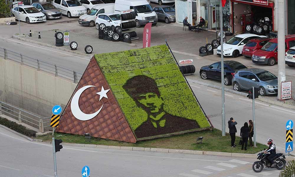 Adana Büyükşehir Belediyesi, Atatürk'ü her yere nakşediyor