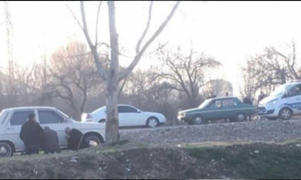 65 yaş üstü 3 kişi, polisi görünce otomobilin arkasına saklandı!