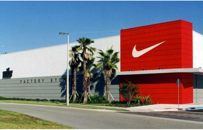 Nike, ABD ve Avrupa'daki bütün mağazalarını kapatıyor