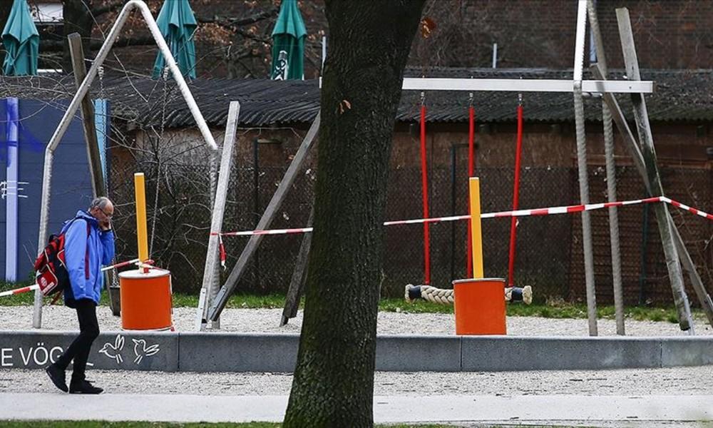 Almanya'da ikiden fazla kişinin bir arada bulunması yasaklandı