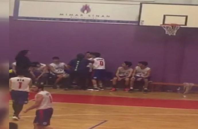 Basketbol maçında antrenör dehşeti!
