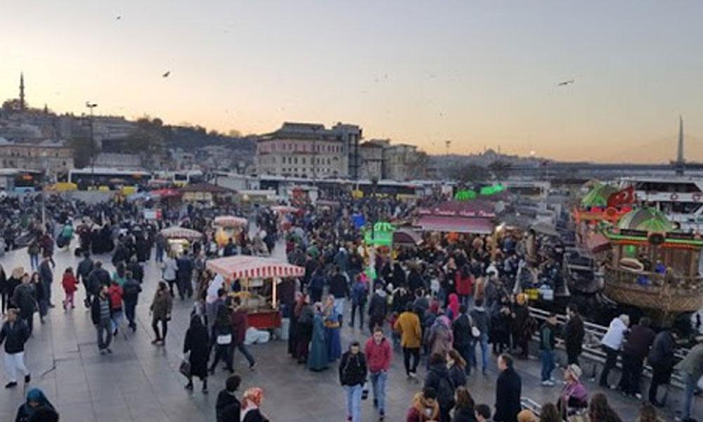 Eminönü ve Sultanahmet meydanları da belediye etkinliklerine kapatıldı