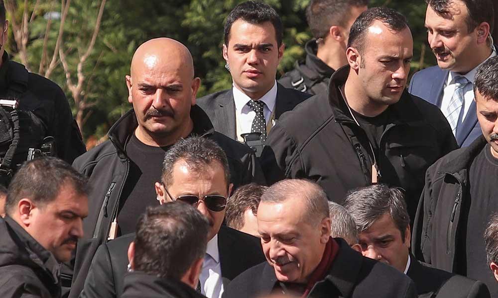 Diyanet'in iptal etmediği cuma namazında Erdoğan bakın nasıl korundu