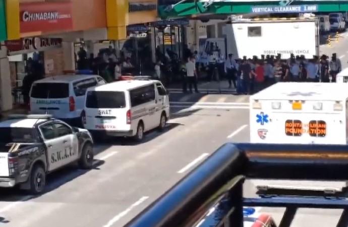 İşten çıkarılan güvenlik AVM'de 50 kişiyi rehin aldı! 1 kişi yaralı…