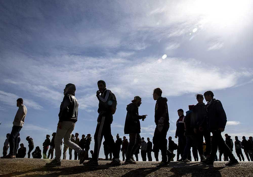 800 lira isteyen taksiciler, dönüş parası olmadığı için bekleyen aileler: Sınırdaki gerçek