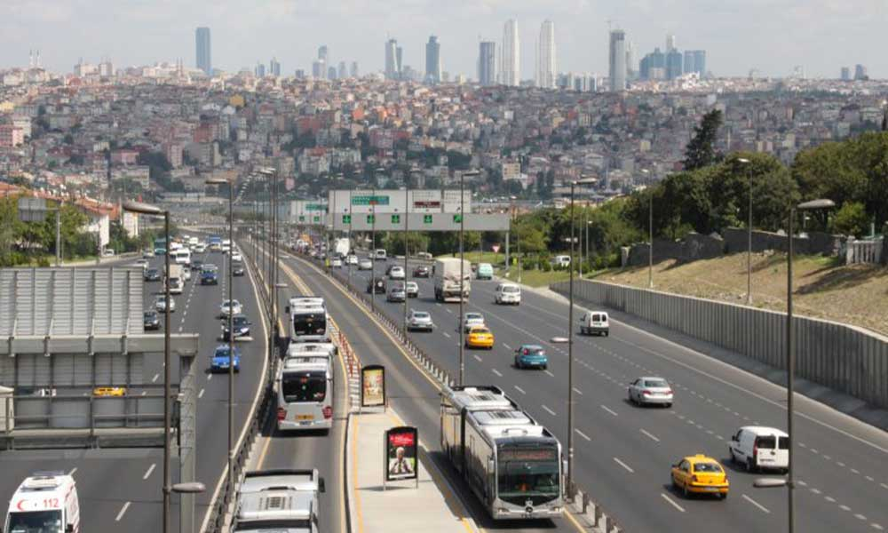 İstanbul'da mesai saatlerine koronavirüs düzenlemesi