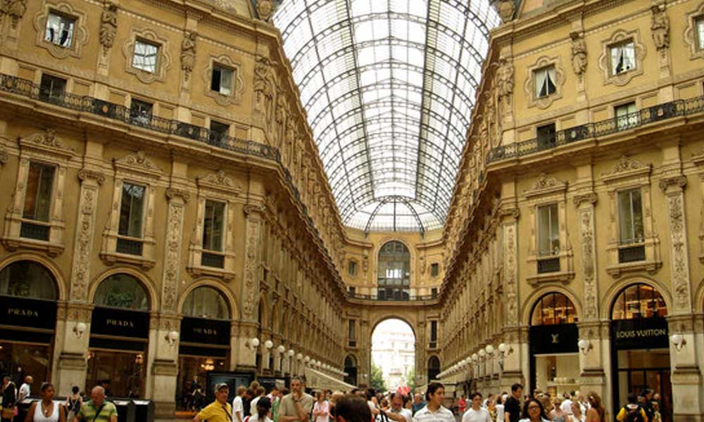 İtalya'da tüm mağazaların kapatılması talimatı!
