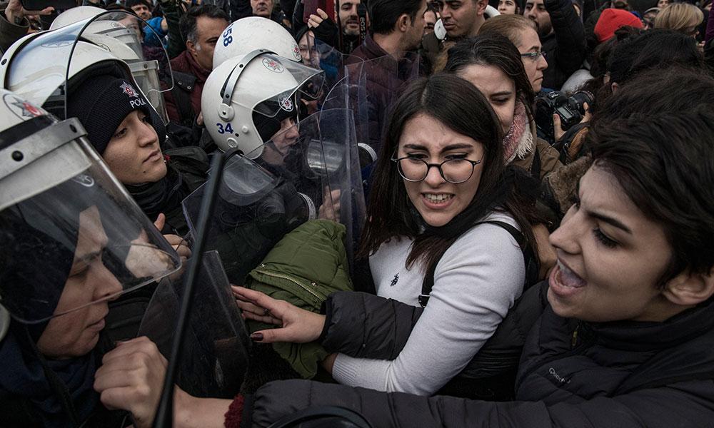 'Las Tesis' dans protestosunda 6 kadına 3 yıl hapis istemi