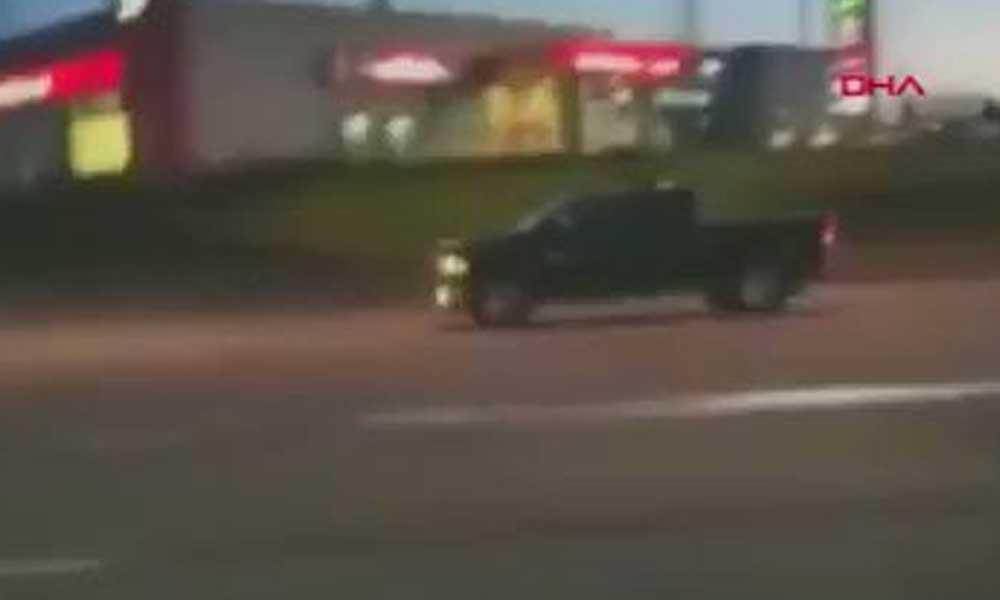 Saniye saniye kamerada… Kadın sürücüye hakaret etmeye çalışırken kaza yaptı