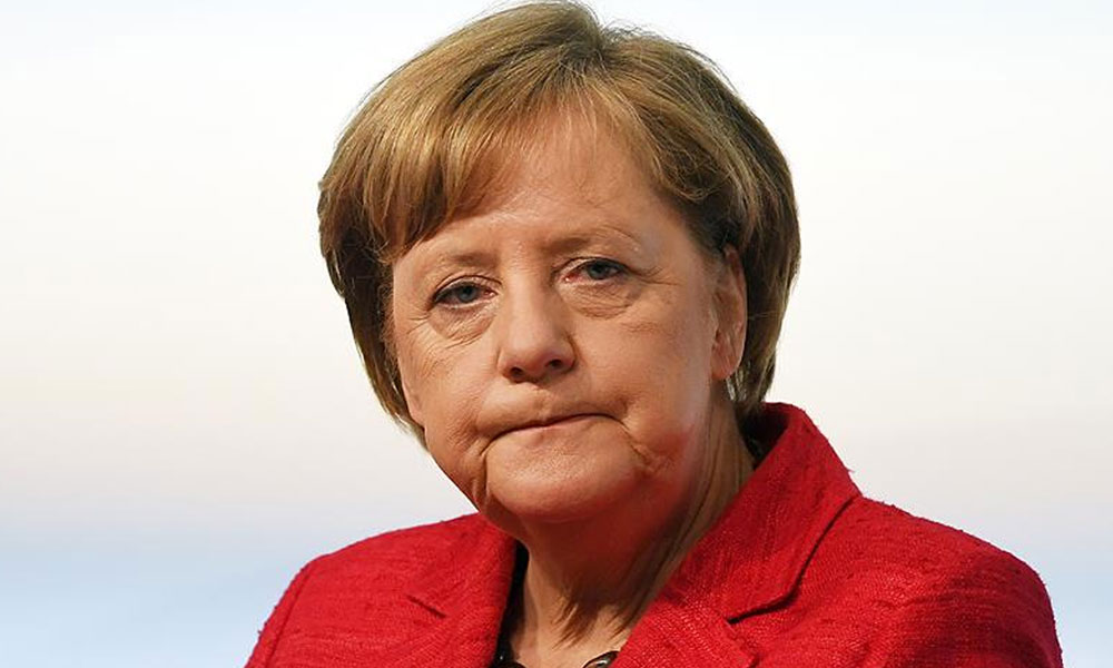 Alman basınından flaş iddia: Merkel'in e-postaları ele geçirildi