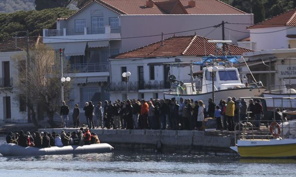 Midilli'de göçmenlerin karaya çıkışını engelleyip gazetecilere saldırdılar!