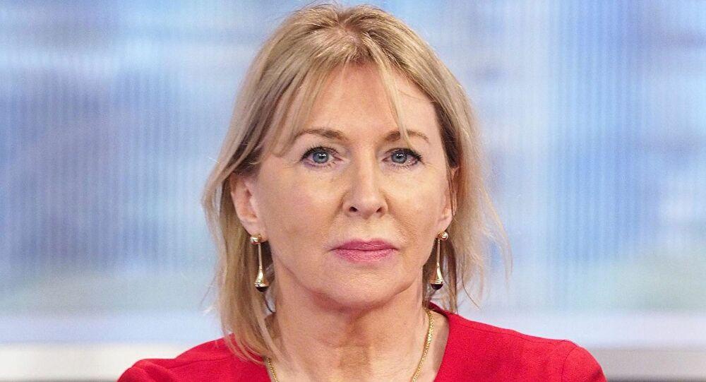 İngiltere Sağlık Bakan Yardımcısı Nadine Dorries koronavirüse yakalandı