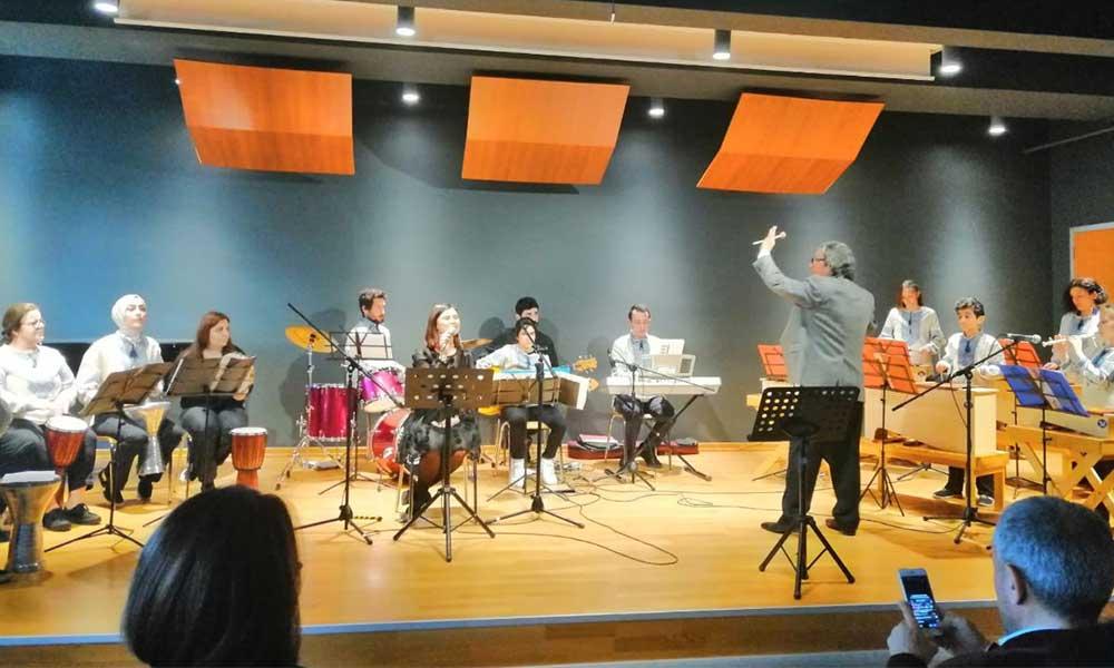 İşitme engelliler orkestrası, bu kez İstanbul Teknik Üniversitesi'nde dinleyenleri büyüledi