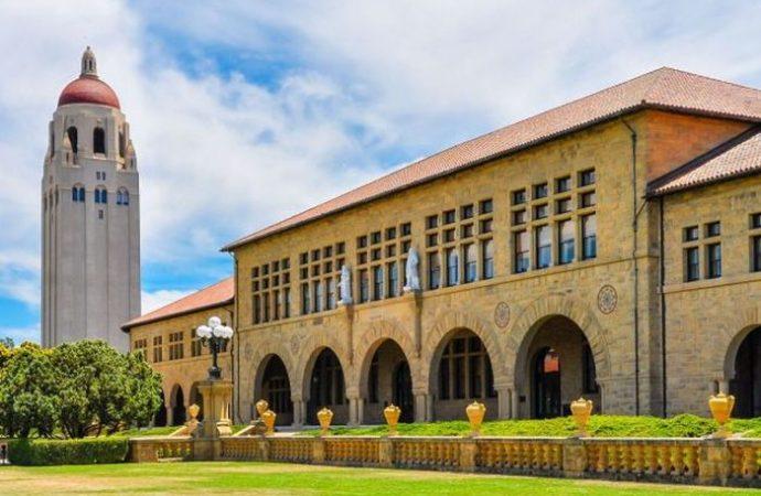 Stanford virüs nedeniyle derslerini online verecek