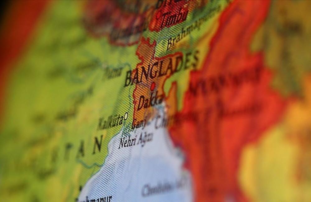 Bangladeş'te on binler sokağa çıktı!