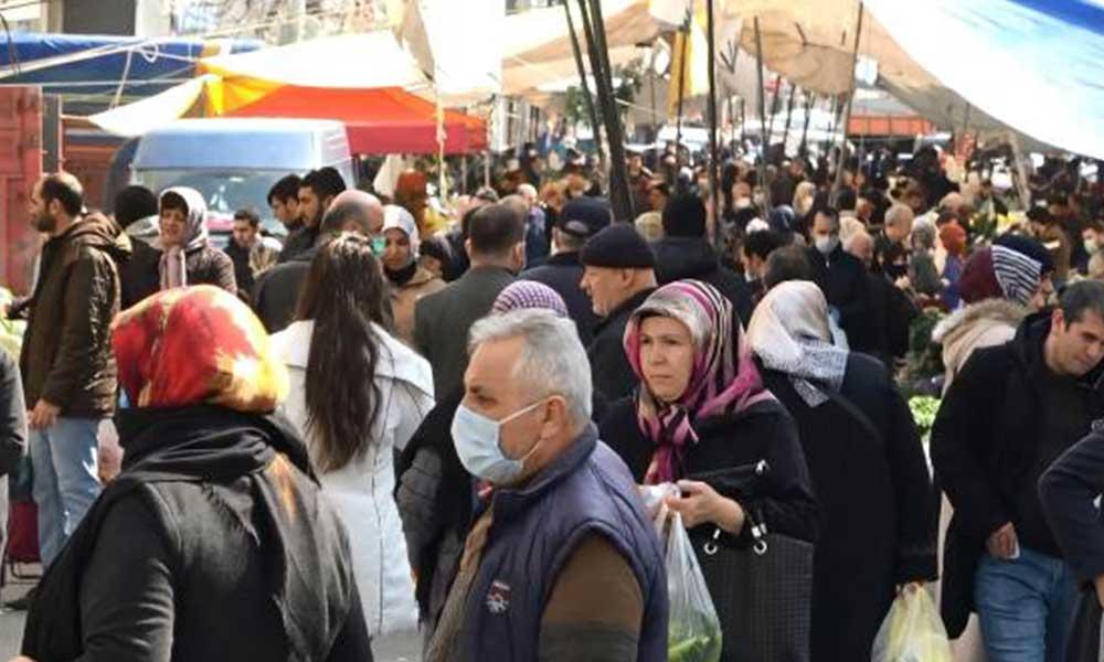 Sultangazi'de pazar alanlarında dikkat çeken kalabalık