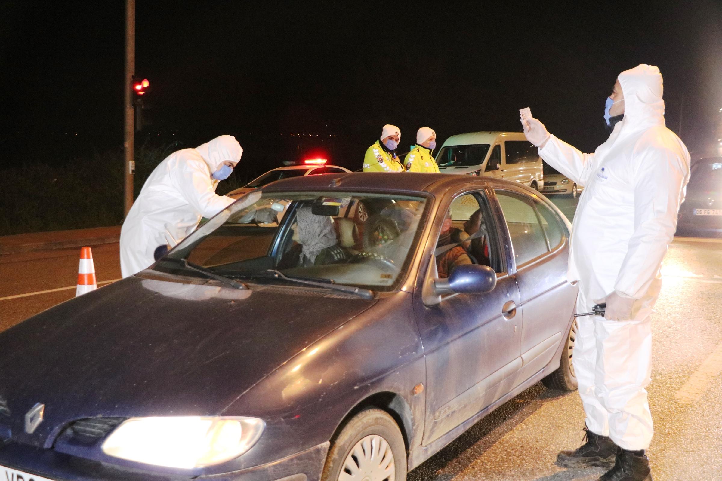 Sakarya'da şehrin girişleri kapatıldı: Çok sayıda araç geri çevrildi