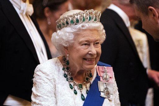 İngiltere Kraliçesi 2. Elizabeth ulusa seslendi: Mücadeleyi kazanacağız