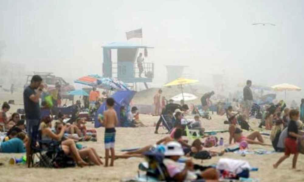 Plajlar doldu taştı, sosyal mesafeye hiçe sayıldı