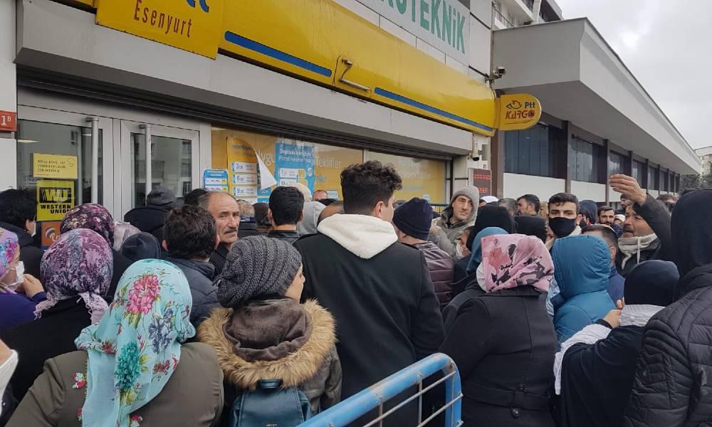 Ekonomik kriz 'sosyal mesafe' tanımadı… PTT önünde sosyal yardım kuyruğu