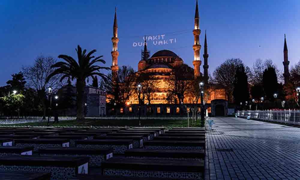 Sultan Ahmet Meydanı'nda koronavirüs sessizliği