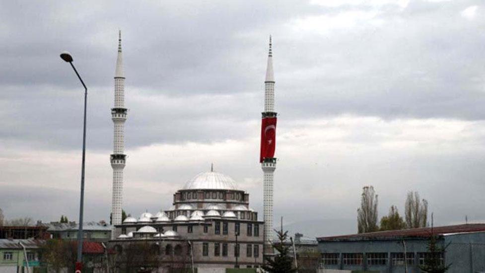 23 Nisan'da İstiklâl Marşı okunan tek caminin imamı: Cumhuriyet bizim kırmızı çizgimizdir