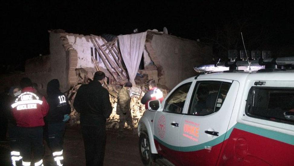 Diyarbakır'da çöken kerpiç evden çıkarılan 9 çocuktan iki kız kardeş öldü