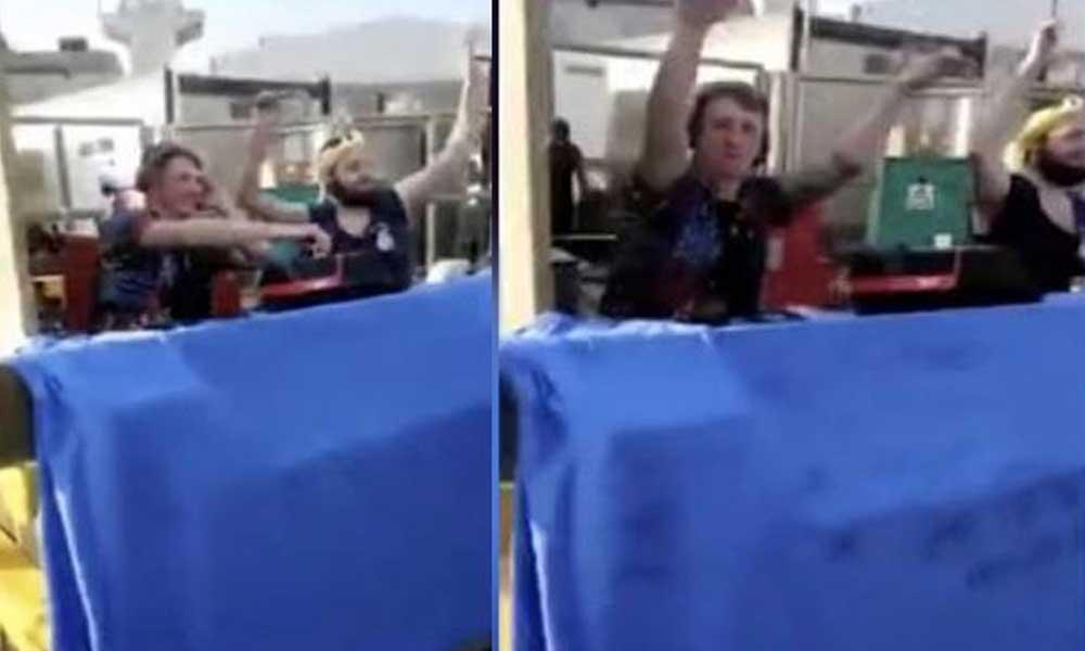 Bu görüntülere tepki yağdı: Kraliyet Donanması'nda barbekü partisi