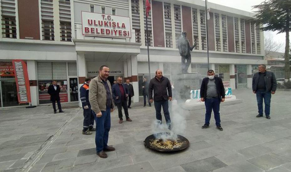 AKP'li belediyeden koronavirüse tütsülü önlem! 'Defedeceğine inanıyoruz…'