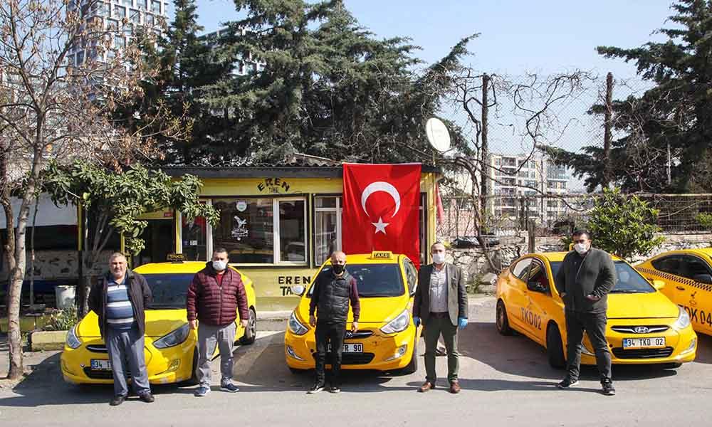 Kartal Belediyesi taksi duraklarına hijyen malzemeleri dağıttı